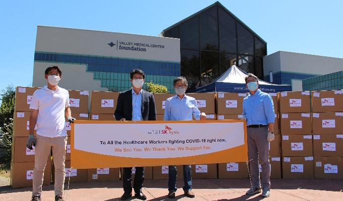 Sam Lee, Head of SK hynix America Inc. (左二),Tony Yoon, Head of SKSKHMS America (右二)